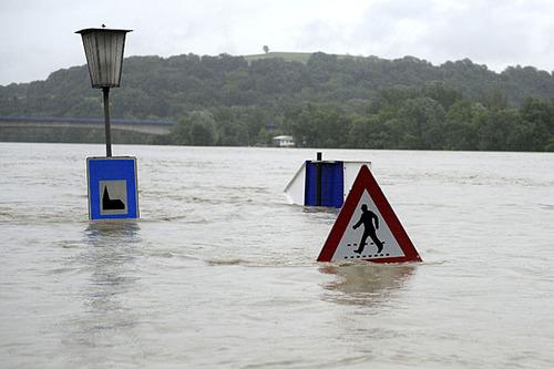 Hochwasser_Schilder_APA
