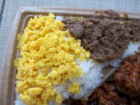 ピリ辛チキン&鶏そぼろ弁当4