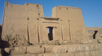 エドフ神殿正面