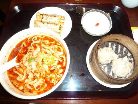 唐朝刀削麺でランチ