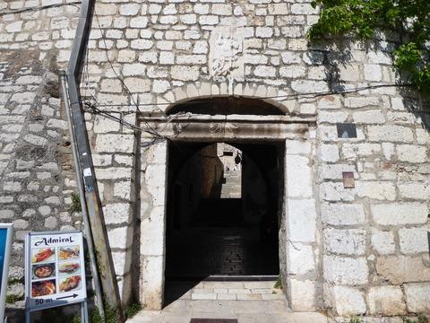 城壁内 (2)