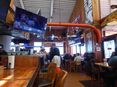 Hooters (2)