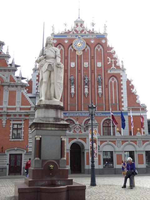 リガ旧市街 (58)聖ローランドの像