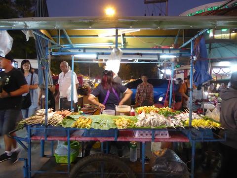 ウアラーイナイトマーケット (1)