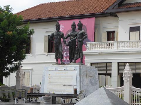 三人の王の像 (2)