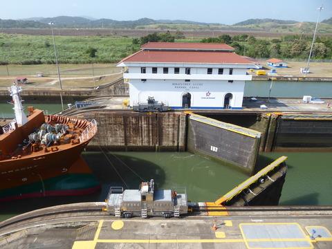 パナマ運河 (99)