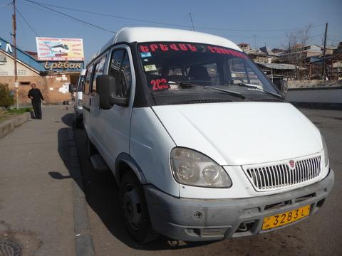 エチミアジン行きバス