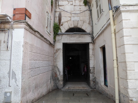 宮殿の地下 (1)
