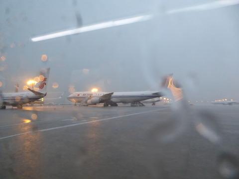 嵐で遅延 (2)