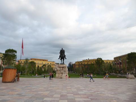 スカンデルベグ像 (3)
