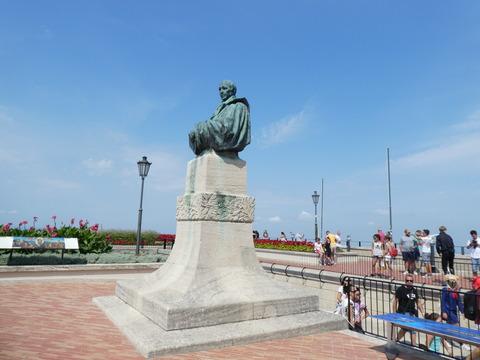 サンマリノ (33)バルトロメロの像