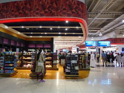 ドバイ空港T2 (1)