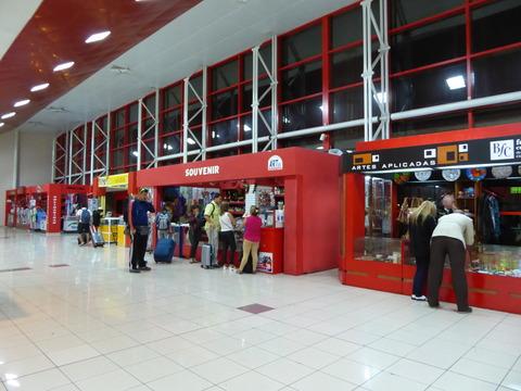 空港の土産屋 (1)