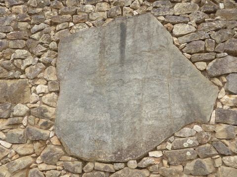 遺跡の中の石