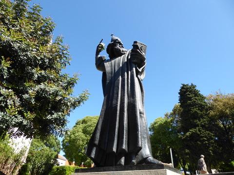 グルグール・ニンスキの像 (3)