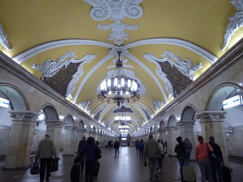 コムソモーリスカヤ駅 (3)
