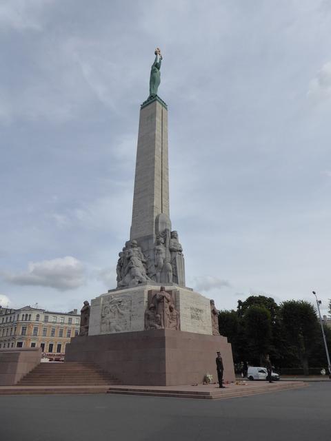 自由記念碑2