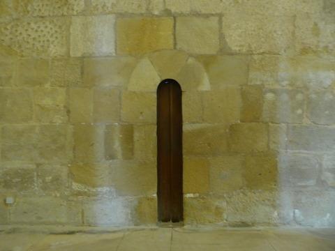 アルコバサ修道院 (21)食堂の細い扉