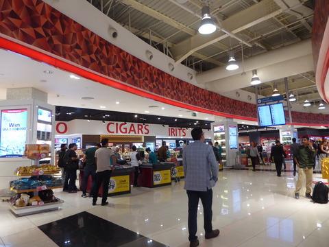 ドバイ空港T2 (2)