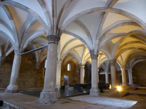 アルコバサ修道院 (38)僧の広間