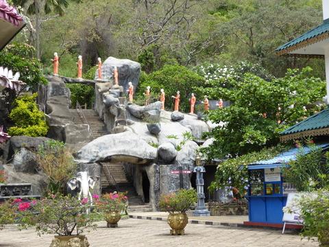 ダンブッラ石窟寺院1入口
