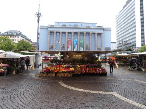 ヒュートリエット市場 (1)