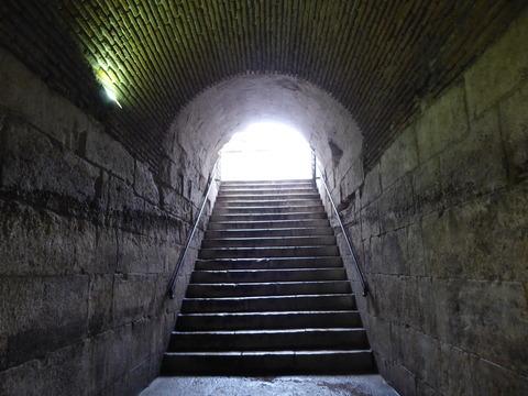 宮殿の地下 (87)