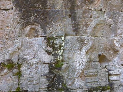 仏像の盗まれた跡