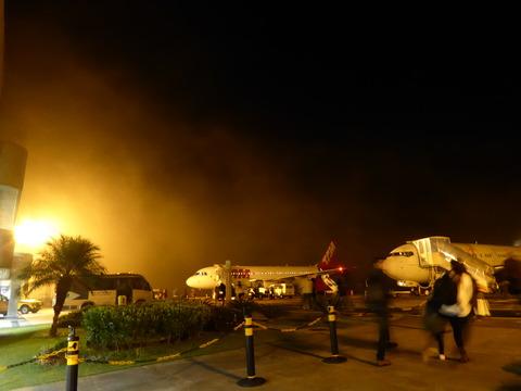 濃霧のイグアス空港