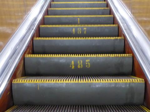 地下鉄の階段 (3)