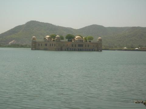 人工湖の宮殿