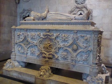 ジェロニモス修道院 (15)ヴァスコ・ダ・ガマの石棺