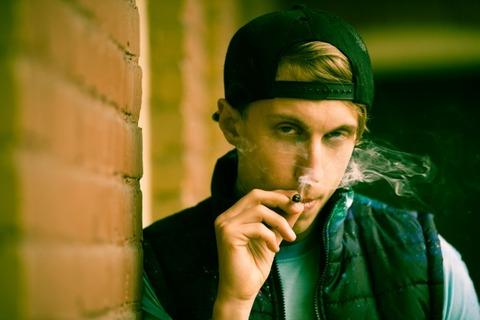 吸ってる人