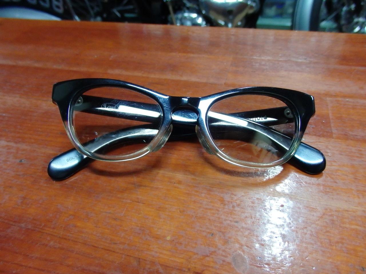 色眼鏡の画像
