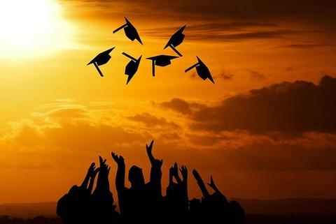 graduation-3649717__340