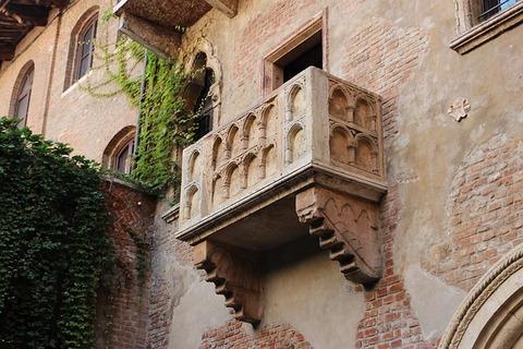 balcony-2984316_640