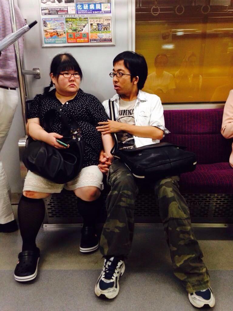【悲報】まんさん、電車で下半身全裸になってしまう  [804298528]YouTube動画>1本 ->画像>75枚