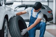 「高いタイヤ」と「安いタイヤ」は何が違う?タイヤ交換前に知っておきたいこと