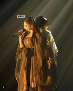 浜崎あゆみ、ダンサーと背中合わせのステージ写真に大反響「神々しい」「最高に素敵」