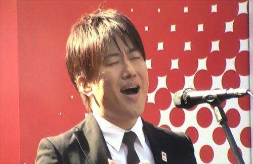 小渕の国歌独唱