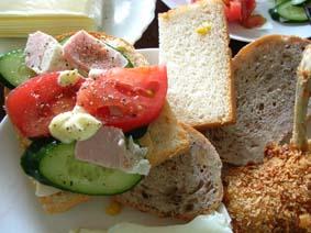 パオンのパンでサンドイッチ