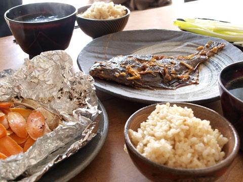 地味飯2 食べて明日は地元横浜でアコーディオンイベント!