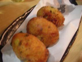 Pasteis de Bacalhau(バカリャウのコロッケ)