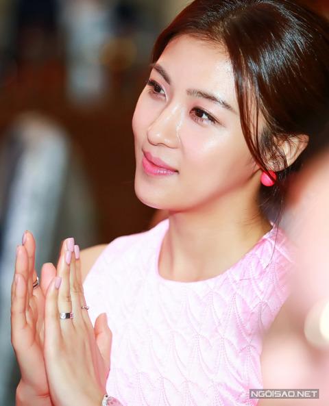 Ha-Ji-Won-4-3050-1416102058
