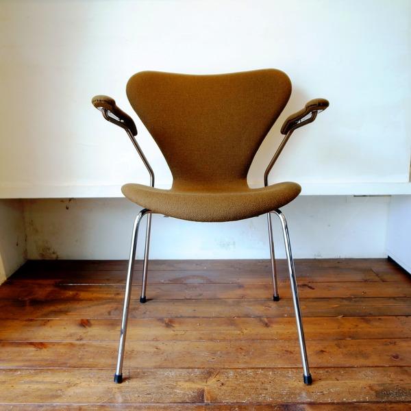 """3207 """"SERIES 7″ Arm chair"""