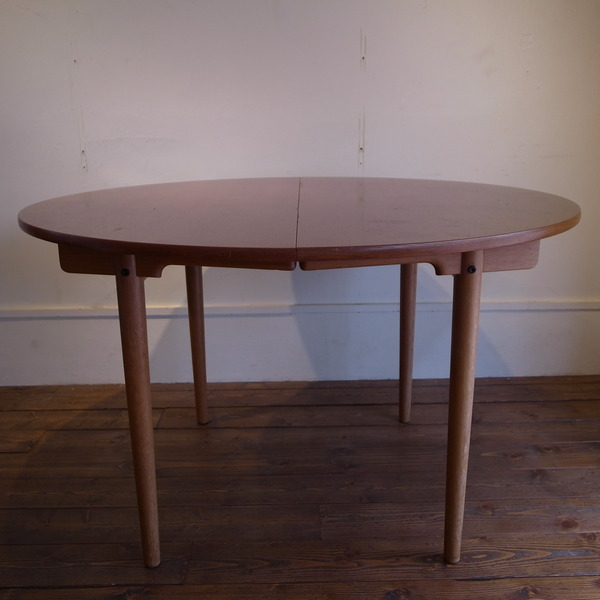 Hans Jorgen Wegner  Dining Table [AT-329]