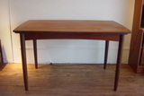 デンマークのテーブルと冬っぽい(?)椅子