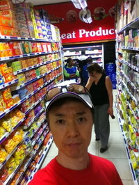 スーパーマーケットなんでもある!