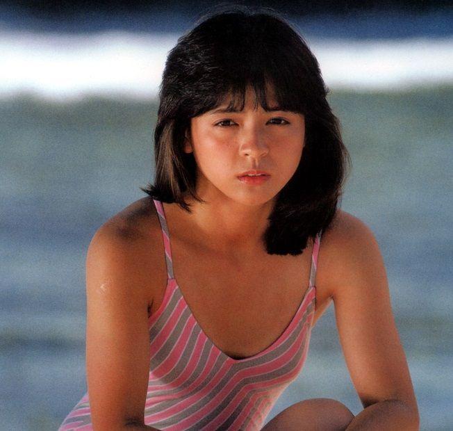 アイドルたまて箱タグ:伊藤麻衣子伊藤麻衣子 可愛い水着グラビア画像