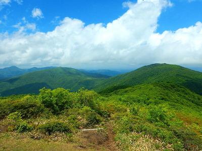 池ノ段へ (7)池ノ段から観る比婆山、吾妻山